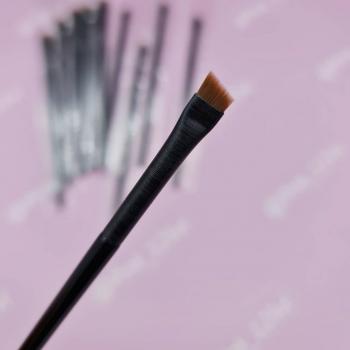 Кисть скошенная для бровей и подведения глаз (малая А-102 0,6мм)